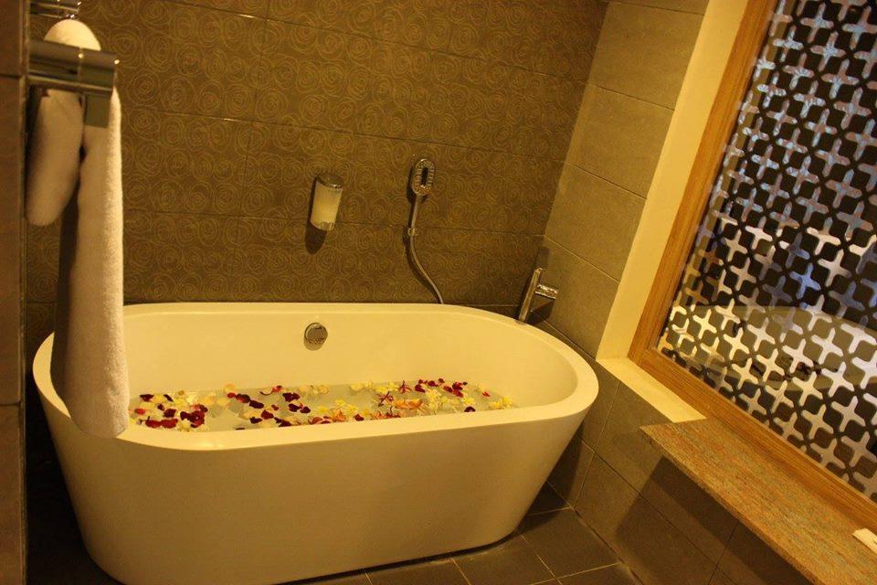 Natya Hotel Kuta, Bali_Bath