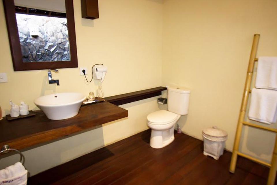 Natya Hotel Tanah Lot_Bathroom